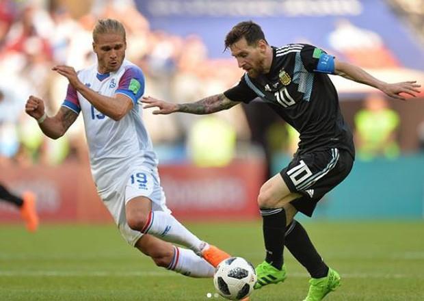 Chàng cầu thủ Iceland bỗng dưng nổi tiếng, có thêm 600.000 follower chỉ sau 30 phút đối đầu với Messi - Ảnh 1.