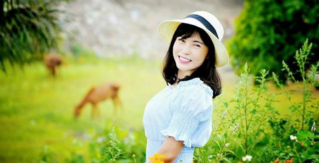 Bí quyết giữ mãi nét thanh xuân của nghệ nhân làm hoa Việt U50 - Ảnh 1.