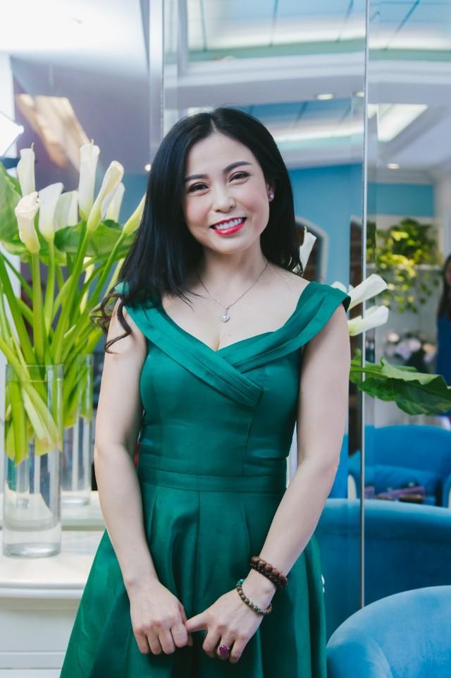 Bí quyết giữ mãi nét thanh xuân của nghệ nhân làm hoa Việt U50 - Ảnh 4.