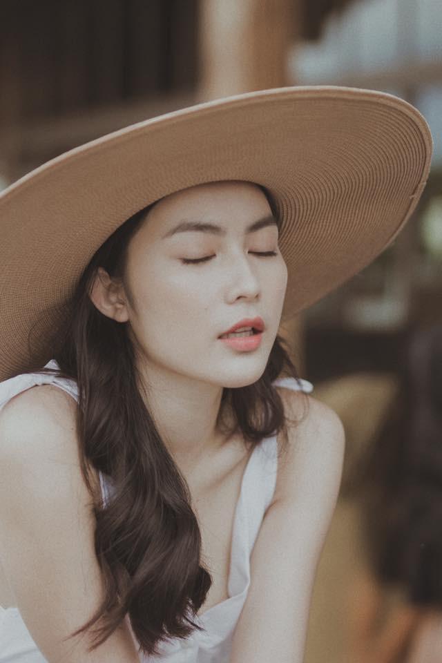 Ăn chay trường, chọn cách sống an yên, Helly Tống vẫn khiến người ta chú ý vì vẻ đẹp kiêu sa ở tuổi 23 - Ảnh 7.
