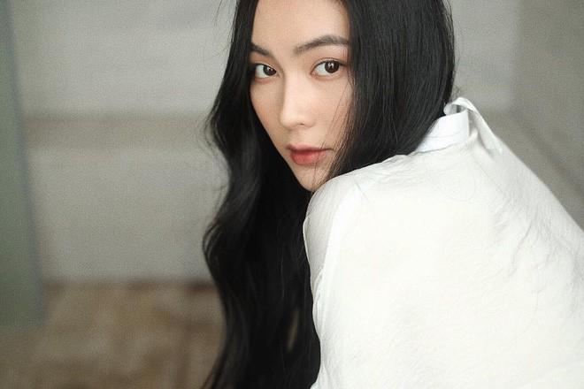 Ăn chay trường, chọn cách sống an yên, Helly Tống vẫn khiến người ta chú ý vì vẻ đẹp kiêu sa ở tuổi 23 - Ảnh 9.