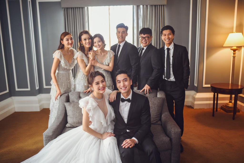 Tròn 10 năm tủi hờn vì scandal ảnh sex, Chung Hân Đồng khóc như mưa trong hôn lễ đẹp như cổ tích của mình - Ảnh 14.